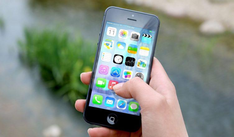 Jak bezpiecznie korzystać z telefonu komórkowego?